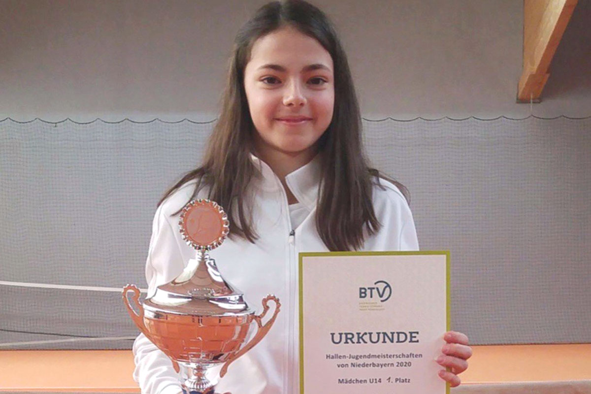 Laura Gratzl | Tennisschule Raimund Knogler